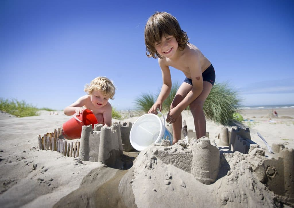 kids on a belgian beach