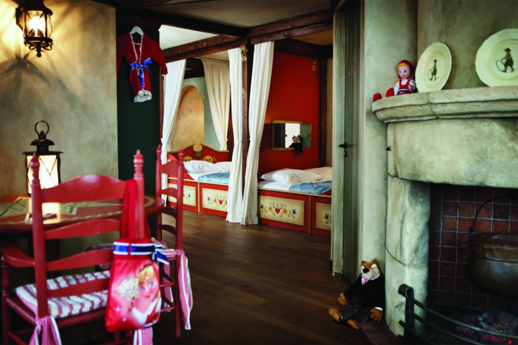 Red Riding fairytale themed room Efteling