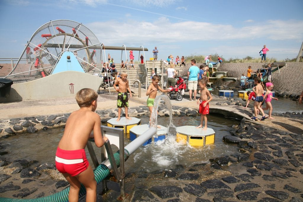 Children playing at water museum