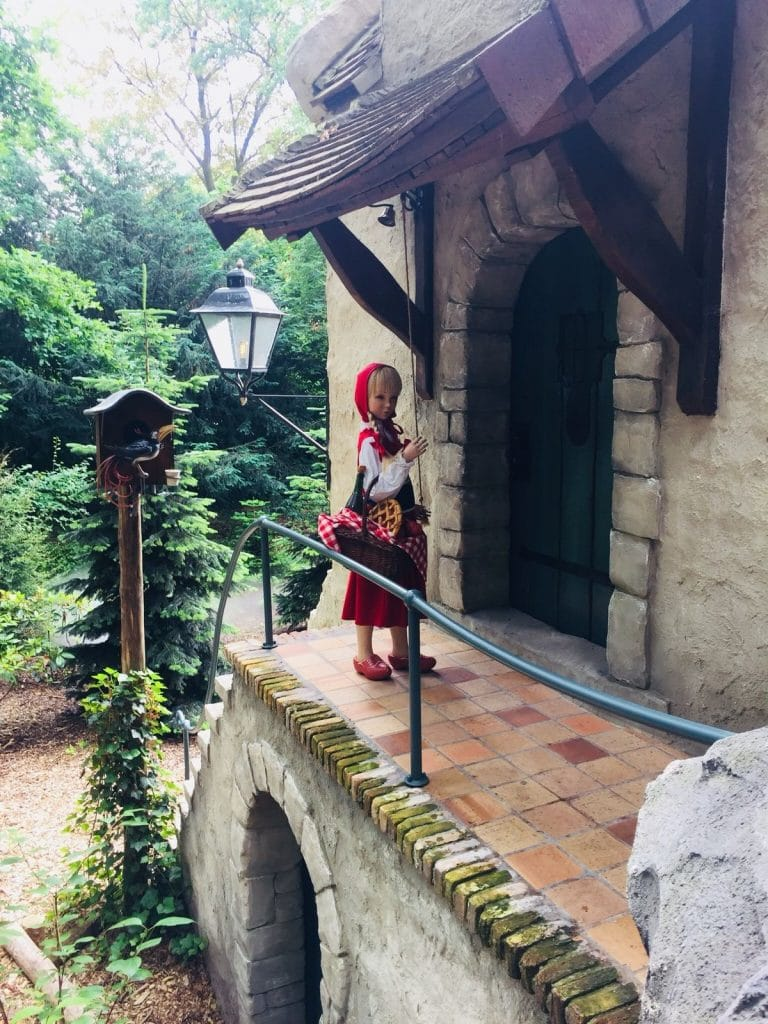Red Riding Hood With Clogs Efteling