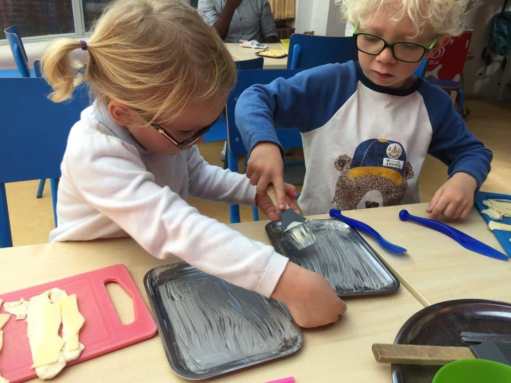 Children help each other cook at Kinderkookkafe Amsterdam