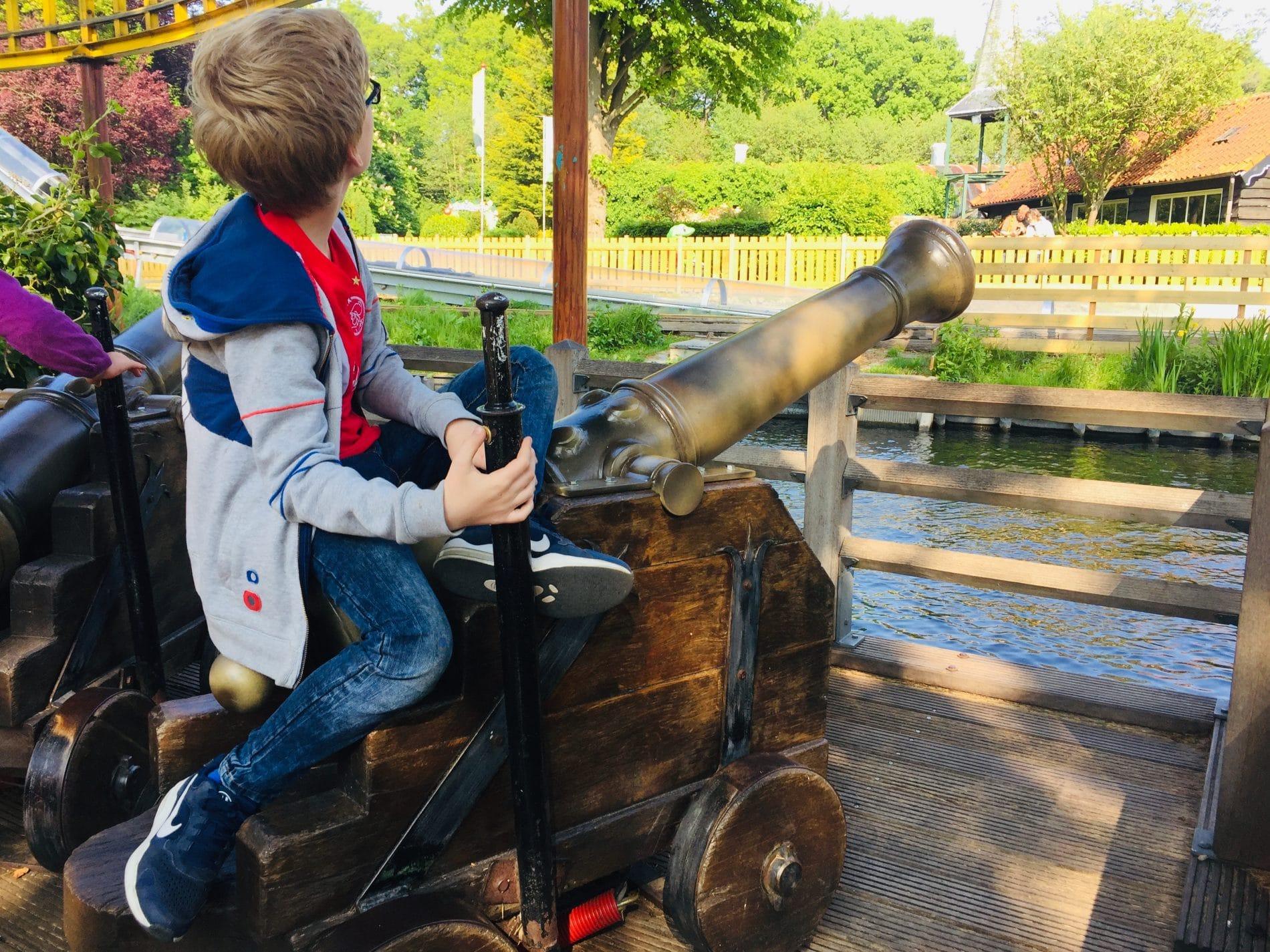 Boy on Duinrell cannon